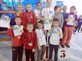 Команда СДЮСШОР Дельфин - 2 место эстафета 4х50м, комбинированная, 2006 г.р.