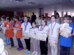 Эстафета. Слева направо - Гурьева Св.,Зюзина Ж., Шпанера Д., Костина Ан.