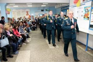 Парад открывают военнослужащие